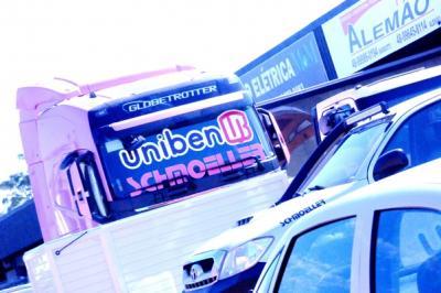 Confraternização entre amigos da Uniben