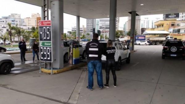 Procon/SC fecha posto de Tubarão que vendia combustível adulterado